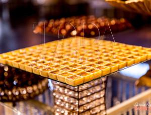 Casquinha de chocolate recheada com mousse de maracujá